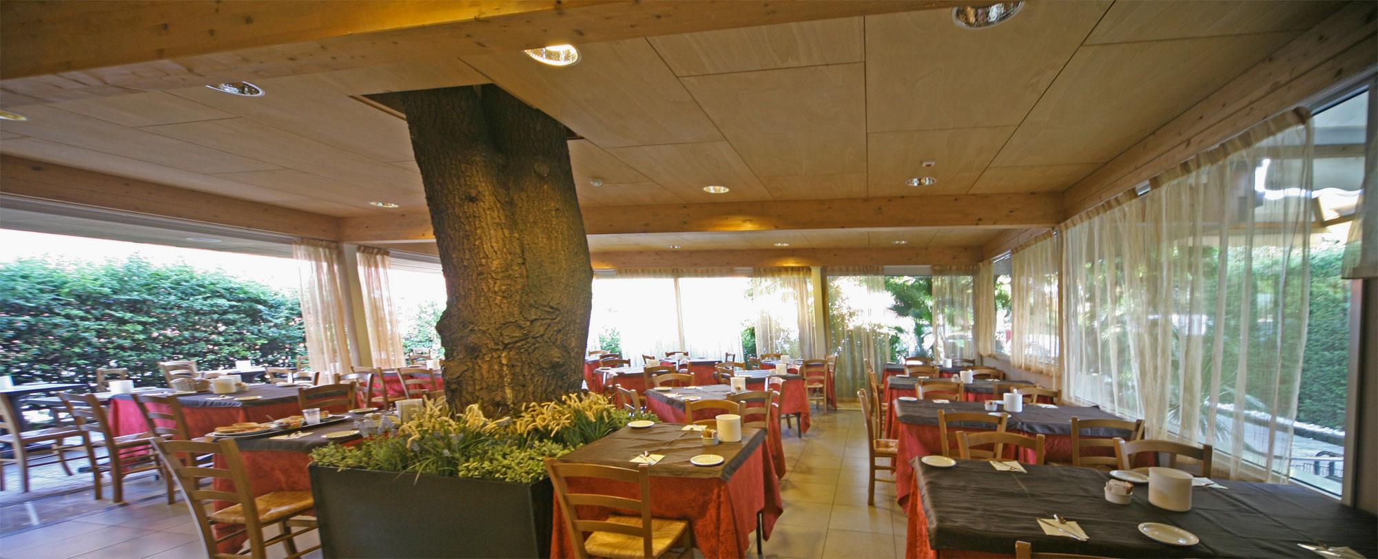 Hotel Smeraldo Servizi Sirmione Lago Di Gardahotel Smeraldo